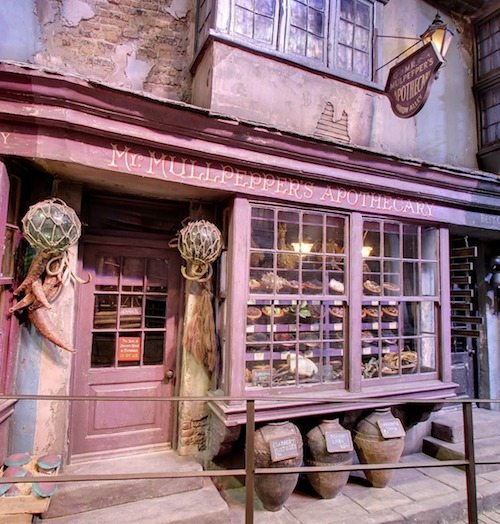 Diagon Alley Mr Mullpeppers Apothecary