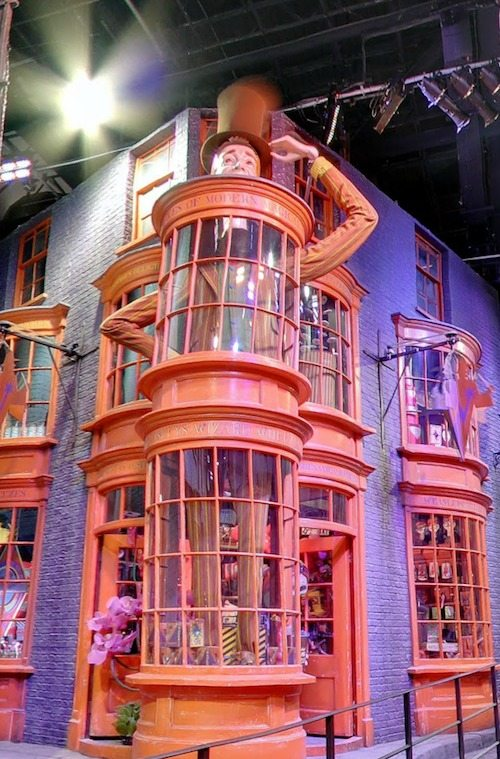 Diagon alley Weasleys Wizard Wheezes