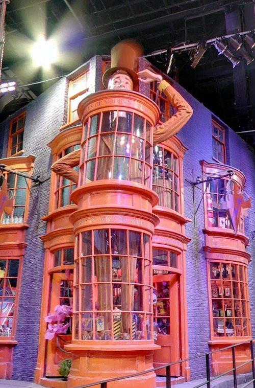 Diagon alley Weasleys Wizard Wheezes
