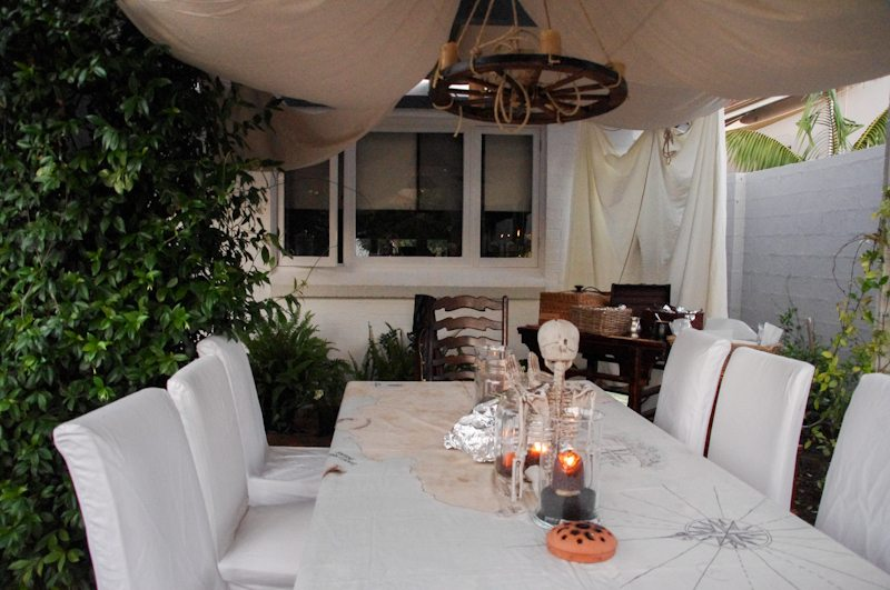 treasure island dinner party decor set up-37