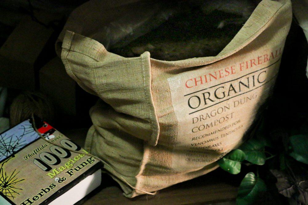 harry potter hogwarts dinner party-herbology dragon dung compost
