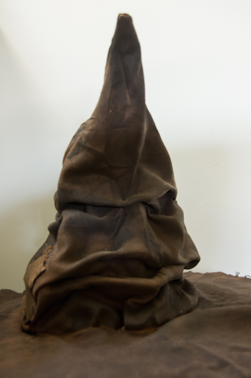 harry potter hogwarts dinner party table sorting hat
