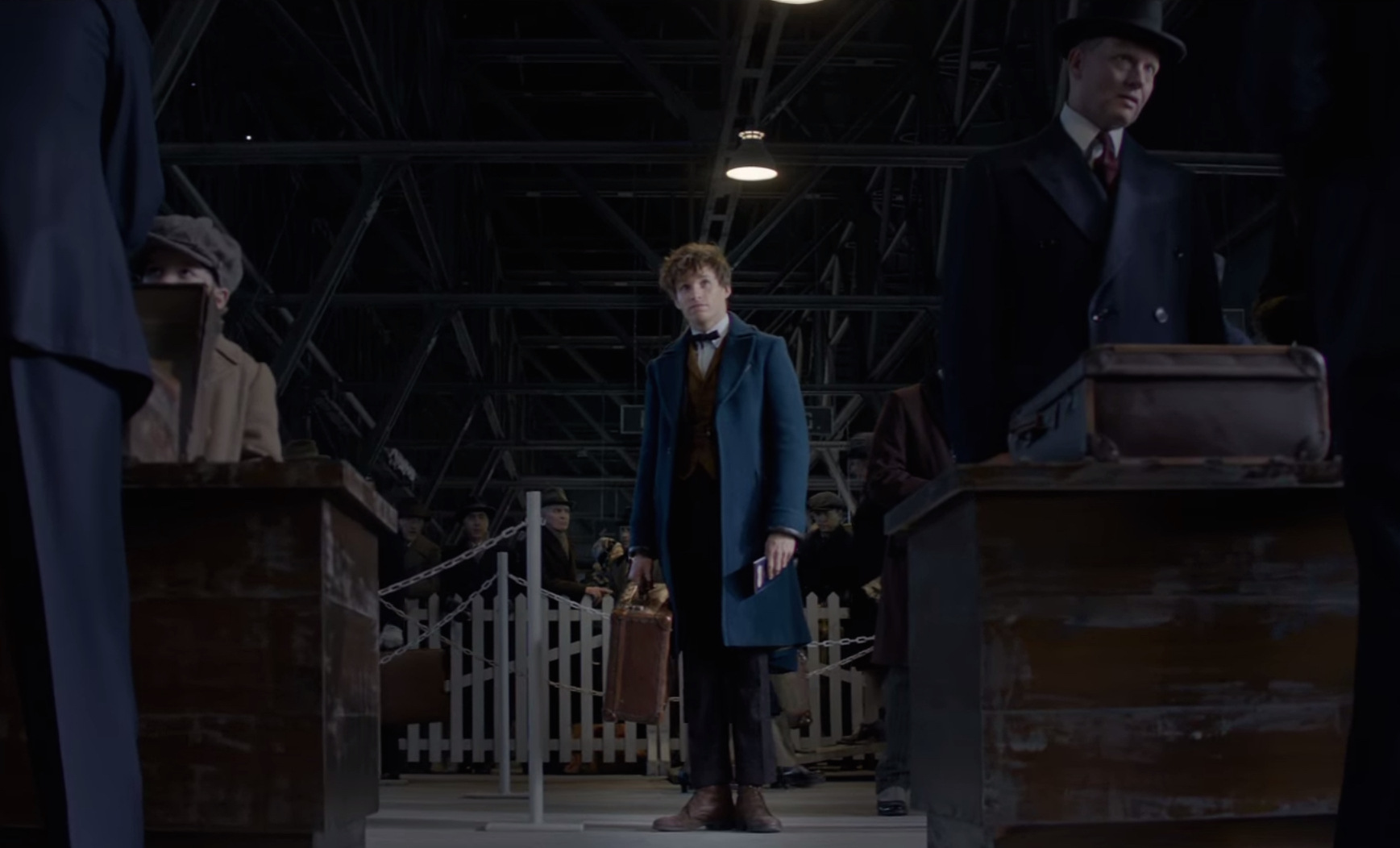 Newt Scamander arrivesin New York screenshot Fantastic Beasts party